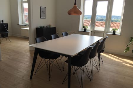 Trendy apartment with free parking. - Randers