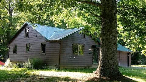 Little Bear Lodge Angola, IN/Main Level w/Bunkroom