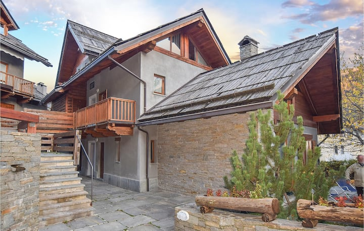 Amazing home in Bardonecchia with Indoor swimming pool and 3 Bedrooms