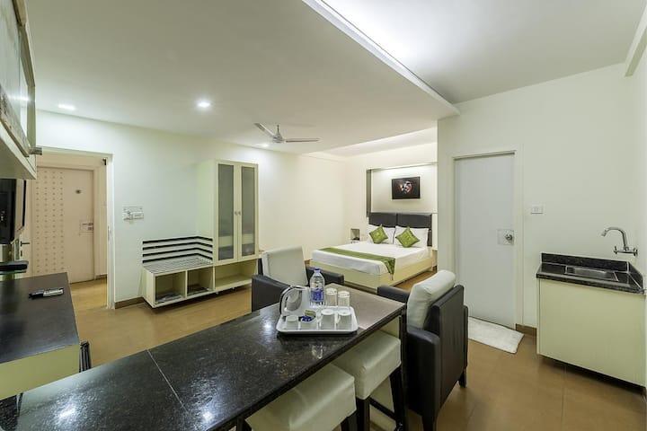 Spacious Studio Apartment with Kitchenette