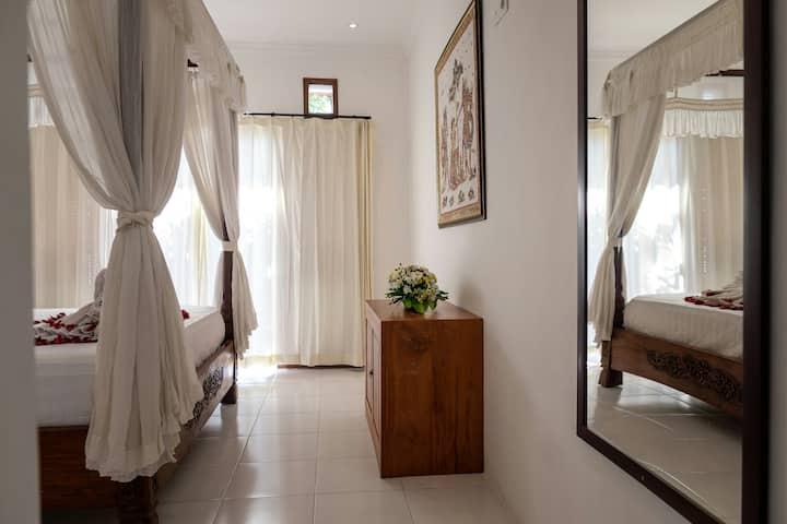 Batik Sekar Bali king bed room