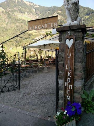 Eingang zum Biergarten