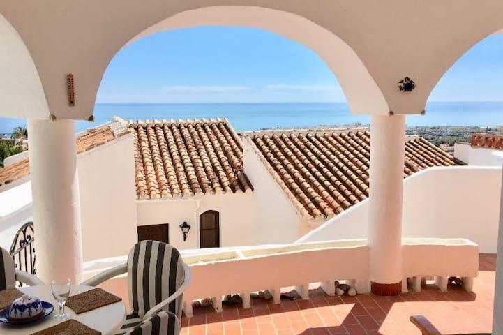 Fantastic views! Modern, bright, spacious terrace!