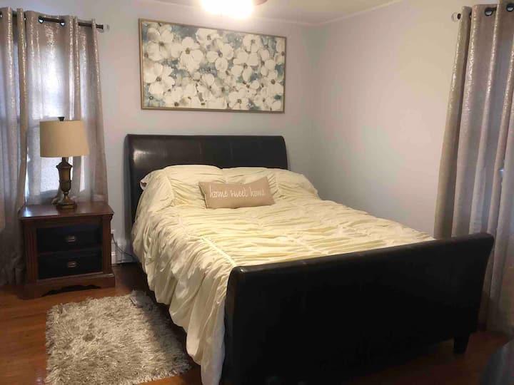 Bi-level Cozy Modern Apartment Minutes to NYC