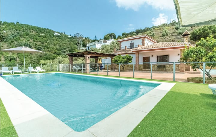 Holiday cottage with 5 bedrooms on 150m² in Cómpeta