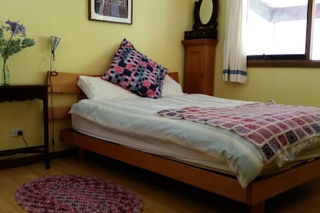 Airy room in historic Castlemaine - Castlemaine