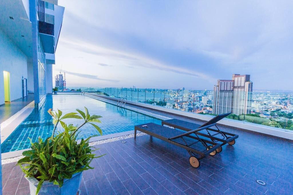 Rooftop pool Pattaya Beach and City View