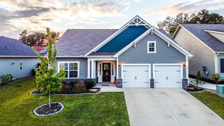 NEW! Lakeside Ranch Home w/ Exclusive Lake Access