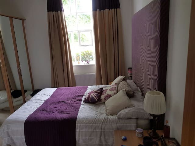 DOUBLE ROOM AT DIDSBURY GATE! - Manchester - Apartmen