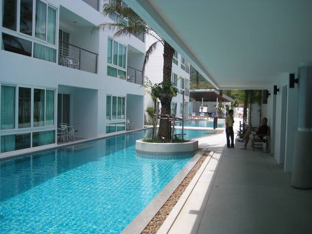 40m pool