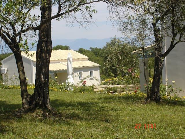 Kidonia Farmhouse at the Aroggia Farm - Xanthates