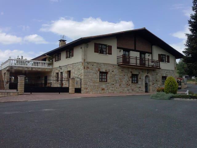 Caserio tipico del Pais Vasco renovado - Mungia - Talo