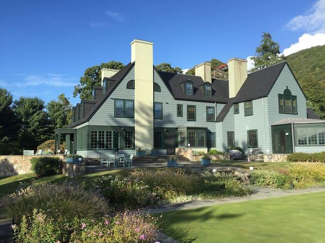 Luxury Hudson River Estate Wedding Location