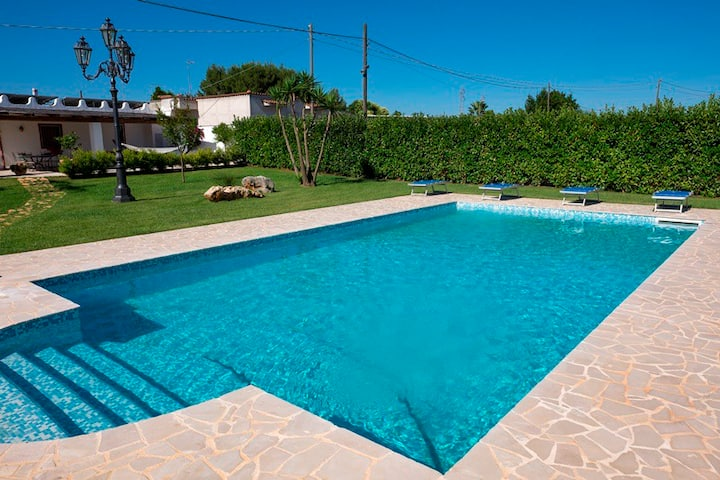 Villa Red with pool -Last minute Low season
