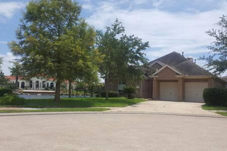 Luxurious lake front property. - 휴스턴(Houston)