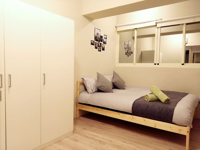 A cozy double room in Taichung city center! III
