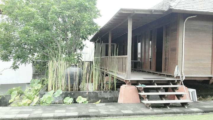 Sahadewa Wooden House . With swimming pool