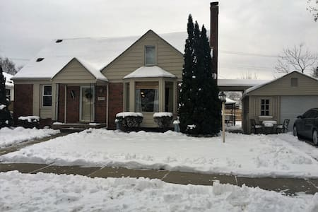 Come stay on Dasher street - Allen Park - Дом