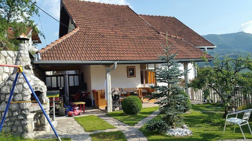 """Guesthouse Pribojska Banja """"Pavlovića Staze"""""""