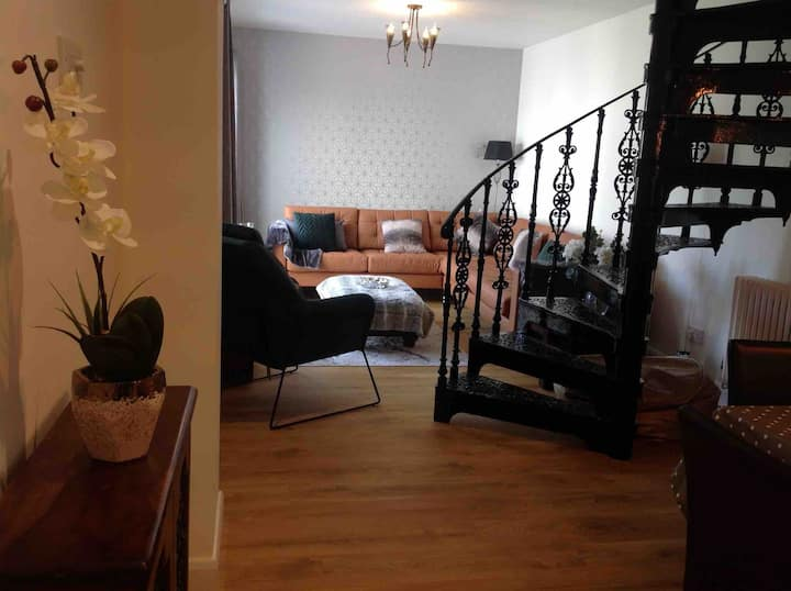 3 Bedroom house, sleeps 5, near Chester Zoo