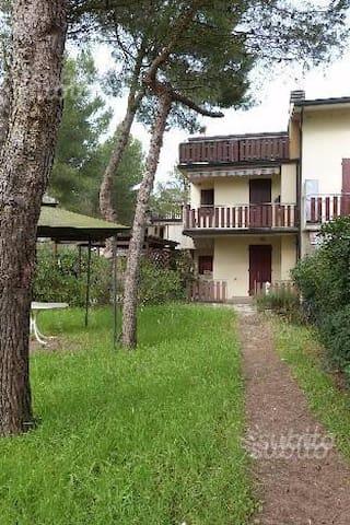 M. Romea, casa vacanze  giardino e p. auto - Marina Romea - Byt