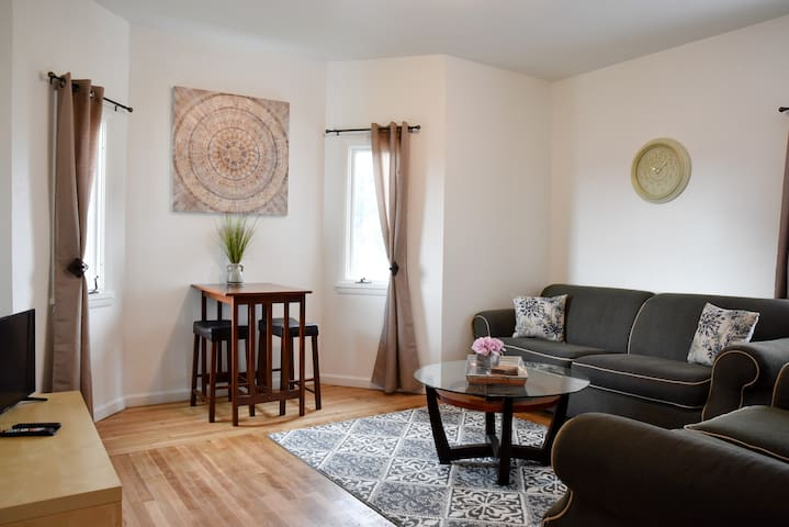 Cozy & Family Friendly Pittsburgh Home Sleeps 6