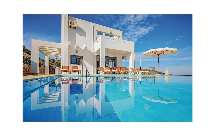 Holiday cottage with 6 bedrooms on 293m² in Lasithi, Crete