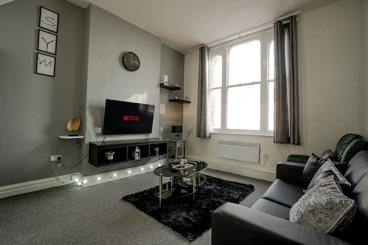 BOLTON CITY CENTRE LIVING- FREE PARKING, NETFLIX