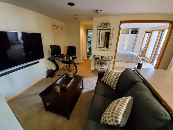 Ski in/ski out condo with a short walk to Main St!