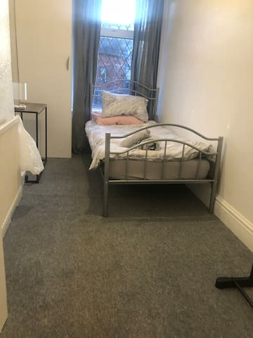 Manchester area Single bed Andrwe st M242AN