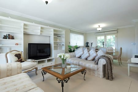 Coastal, spacious 4 bedroom Family Home Sth Coogee - South Coogee