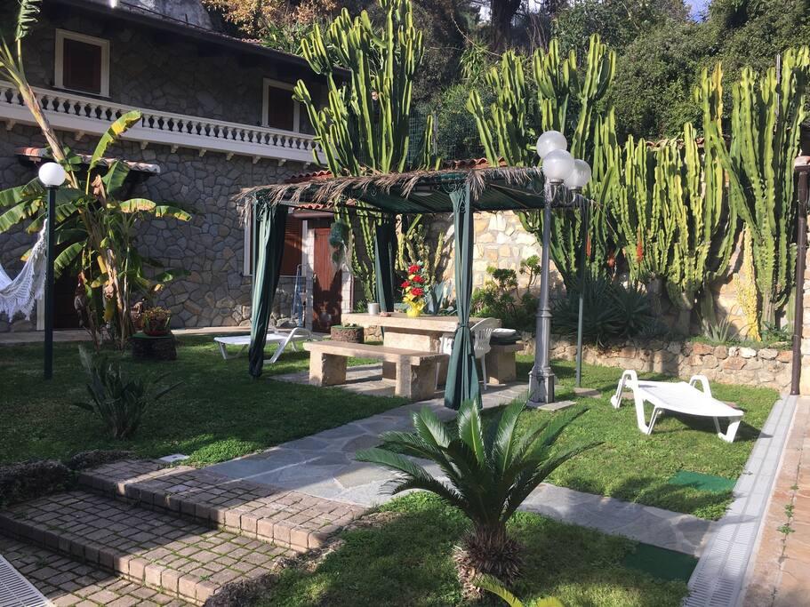 Giardino/zona pranzo/Relax