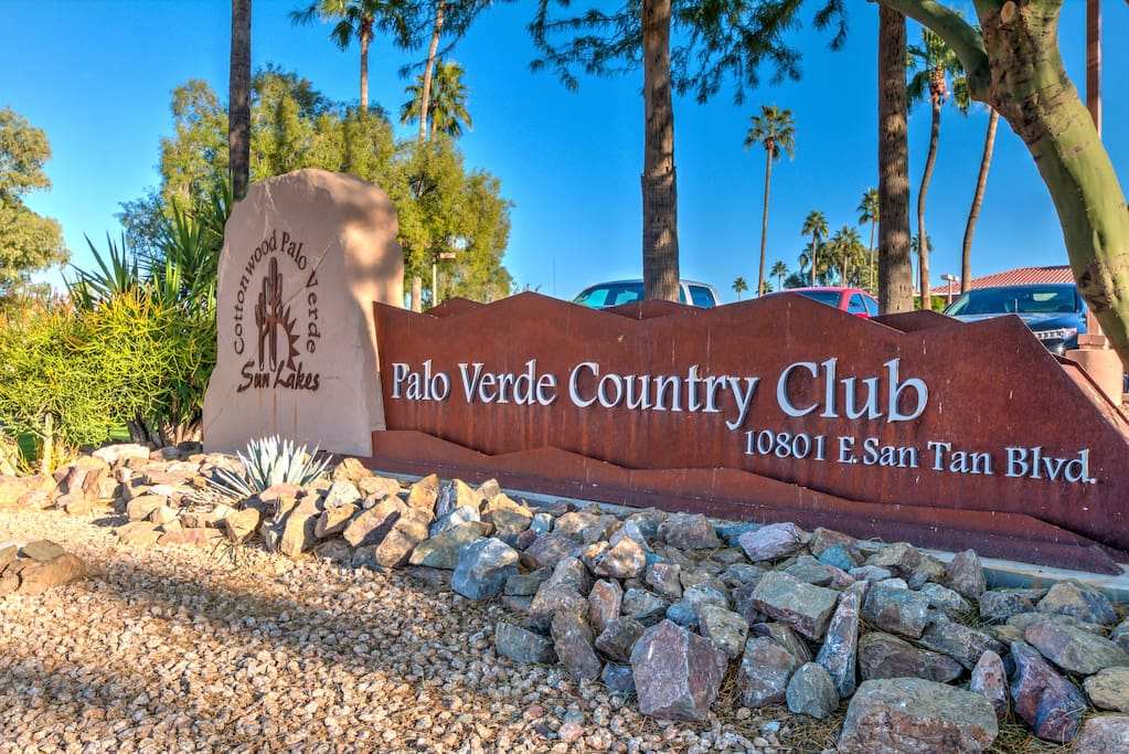 Guests received Free HOA card to gives access to restaurants, golfing, and so much more :)