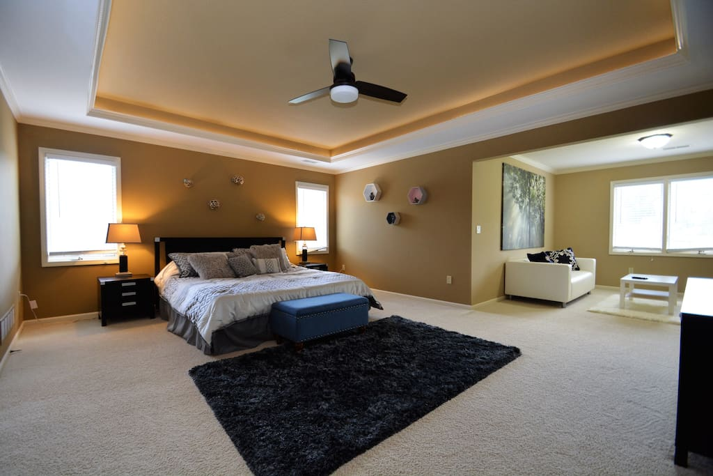 Master bed with sitting area