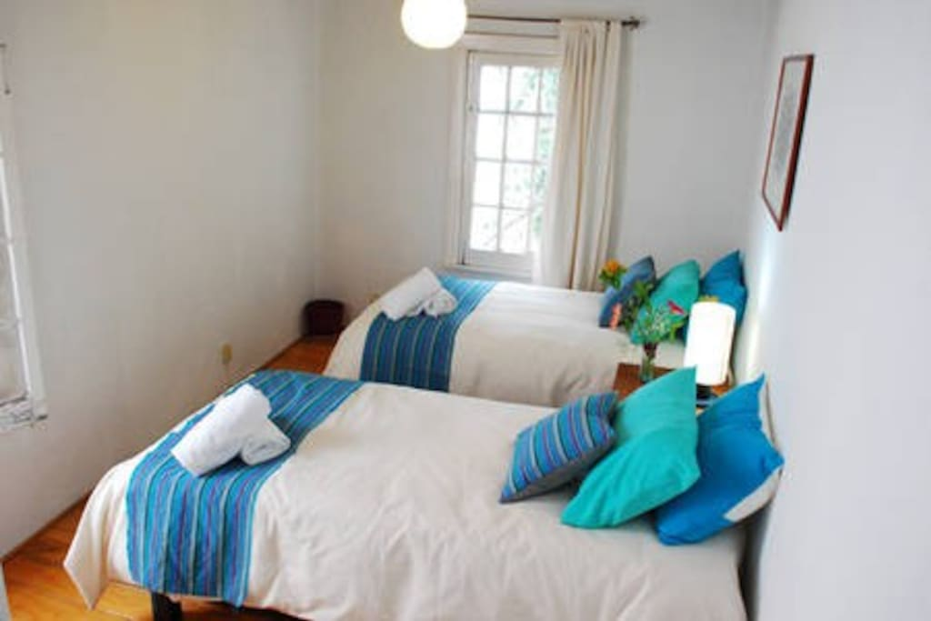 BOUGAINVILLEA STUDIO- WIth two twin beds at the second floor