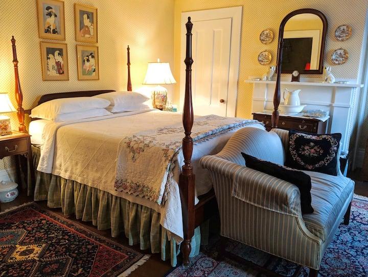 Queen Anne Suite, S. Boston Victorian, w/Breakfast