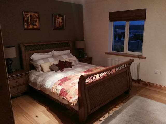 AN CREAG HOUSE SEASIDE VIEWS - Lahinch - Bed & Breakfast