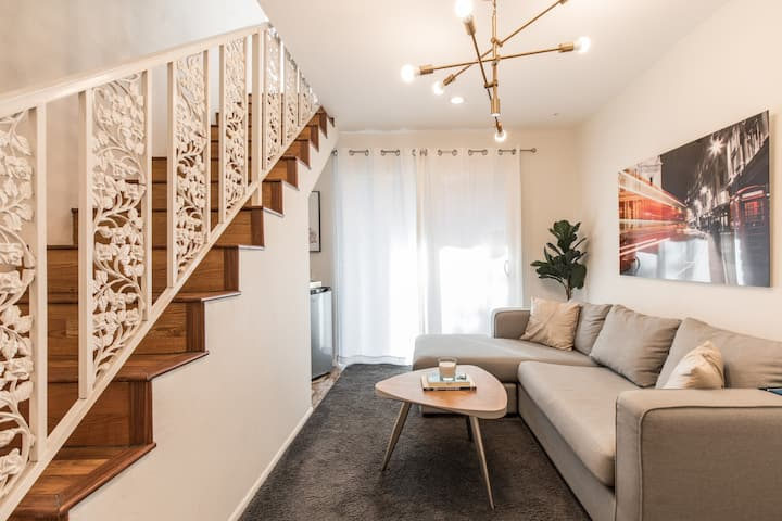 NEW Modern Spacious 2Bed TownHome in Beverly Hills