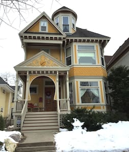 Historic Queen Anne Victorian in Crocus Hill - 圣保罗 - 公寓