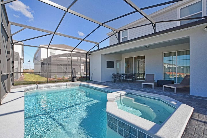 Windsor Island 5 Bed House with Pool 4400WI