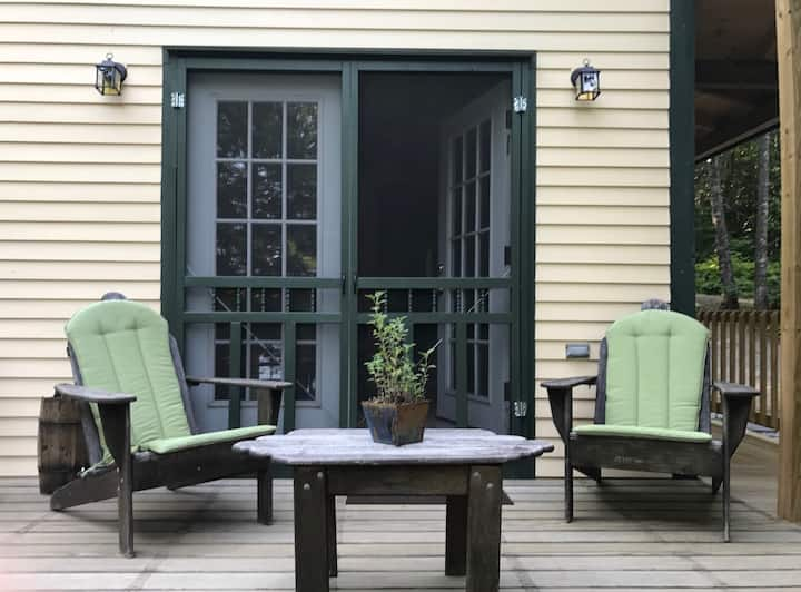 Lakefront guest cottage near Camden, Maine!