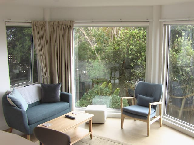 Brand new sunny apartment in South Hobart
