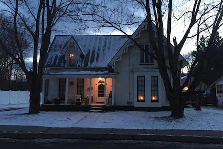 Beautiful Victorian - Waterbury - Huis