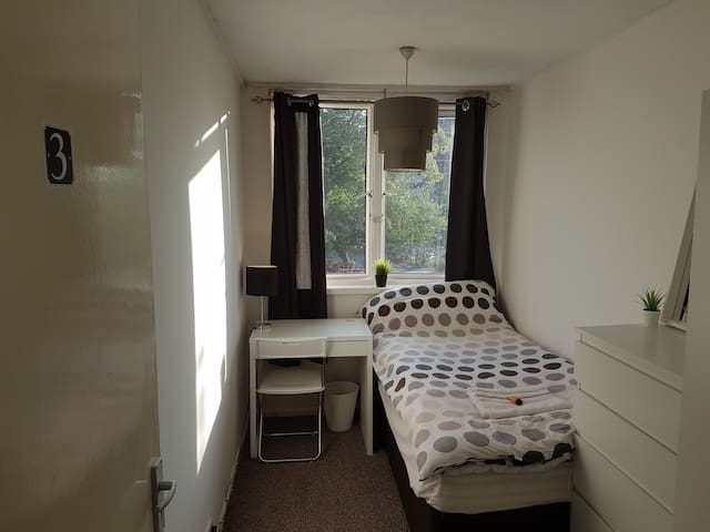Near City Centre - Cosy Double bed #3