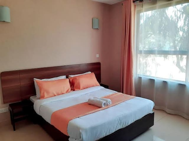 Royal Oak Hotel Room With Fully Equipped Amenities