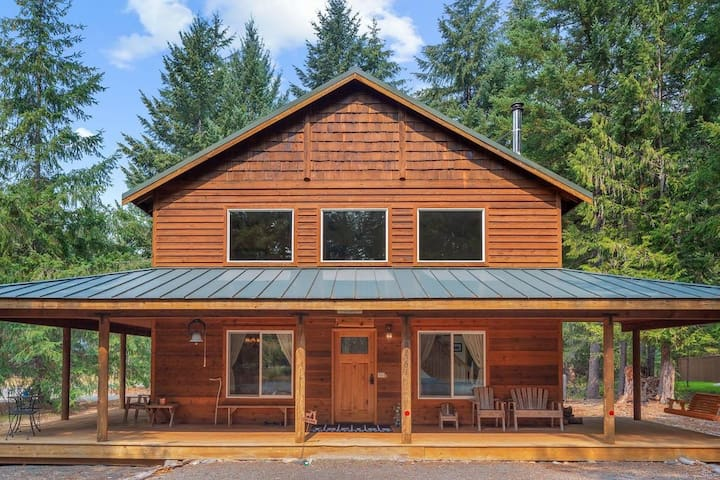 Elk Corral Cabin - Crystal and Mt. Rainier
