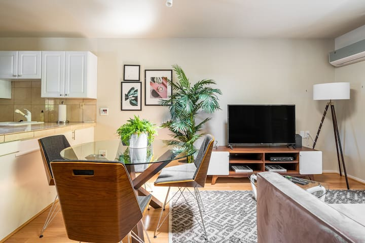 Charming 1BR Near Stanford w/ Private Balcony
