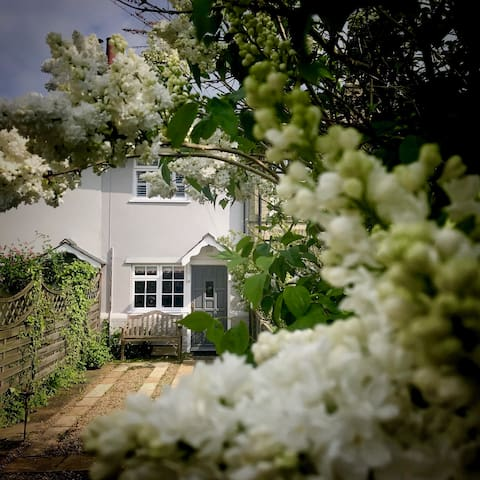 Hope Cottage - ideal to explore the Suffolk Coast