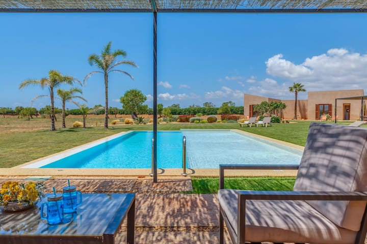 Holiday Home Finca Thalassa with Mountain View, Wi-Fi, Garden, Balcony, Terrace & Pool; Parking Available, Pets Allowed