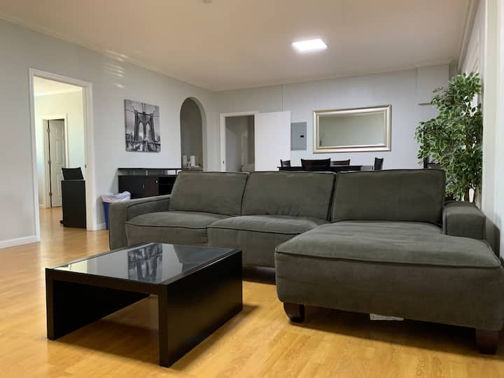 Spacious Home Perfect for Groups & Biz Trips